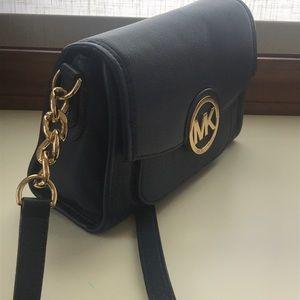 Michael Kors Bags - Like new Michael Kors crossbody bag!
